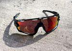 Wir empfehlen bei jedem Wetter mit Brille zu fahren, aber vor allem dann, wenn es sonnig ist. (pic: Factory-Media)