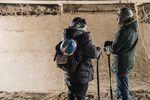 Damit am Ende alles gleichmäßig gefroren war, wurde der Sand in jeweils 15 cm dicken Schichten während der Bauarbeiten auf die Rampe aufgetragen; Foto: Denis Klero/Red Bull Content Pool