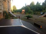 Ein Teil des Streetparcours und die Dirtjumps auf dem Außengelände von The last Hole in Hohenfichte