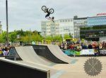 """Timo Schulze mit seiner Interpretation von """"Hände hoch, Wochenende!""""; Foto: Backyard e.V."""