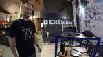Bei KHEbikes sucht zur Verstärkung des Teams einen kompetenten neuen Servicemitarbeiter für Kundenberatungen, Fahrradreparaturen uvm.