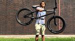 Daniel Portorreal hat ein neues Rad von SIBMX bekommen. Hier geht