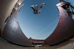 Pocket Whip Air von Kevin Peraza auf den Rampen von seinem neuen Teamkollegen, Dennis Enarson