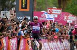 Elia Viviani (Quick-Step Floors) siegt auf der 3. Etappe des Giro d