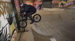 Der Skatepark im dänischen Patburg verfügt über ein verschiebbares Rail, das Marcel Profittlich in diesem Video nach allen Regeln der Kunst bearbeitet.
