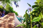 Vincent Unrath fährt sich am Samstagmorgen mit einem 360 One Handed X-Up auf den Dirts ein