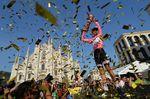 Nach anstrengenden drei Wochen: Tom Dumoulin schreibt Radsportgeschichte (Bild: SirottI)