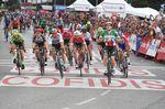 Viviani verlor den Anschluss zu seinem Team, aber sein kühler Kopf, taktisches Geschick und Power, kombiniert mit einer beispiellosen Zusammenarbeit des ganzen Teams, lieferten dem Italiener seinen dritten Etappesnsieg bei der Vuelta a Espana 2018. (Foto: Sirotti)
