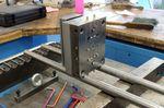 Um Kunststoffteile, die für jedes Produkt benötigt werden, herzustellen setzt das Unternehmen Spritzguss-Maschinen ein. Doch noch bevor diese zum Einsatz kommen, stellt Tacx seine eigenen Gussformen her.