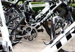 Wir waren überrascht, auf Schlecks Bike Carbon-Flaschenhalter zu finden. Viele Teams verbauen Metallflaschenhalter um die von der UCI vorgegebenen 6,8kg zu erreichen. Vor allem da das Trek Emonda deutlich unter den 6,8kg liegt, mussten Treks Mechaniker einiges an toten Ballast verbauen.