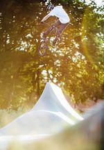 """2015 – Mike Bräutigam – Ludwigsfelde: Dieses Bild von Mike Bräutigam entstand bei einer der vielen spätabendlichen Sessions in Ludwigsfelde mit der """"LuCru"""". Neben dem Mellowpark ist der Skatepark in Ludwigsfelde schon sowas wie eine zweite Heimat für mich geworden."""