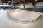 Eines der vielen Highlights in der neuen Skatehalle Innsbruck ist der neue Betonbowl mit seinen zwei Ebenen, der die alte Holzminirampe ersetzt