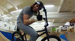 Paddy Gross zeigt in diesem Video für Colony aus dem Lumberyard Skatepark, wie viel Spaß man mit einer Vorderradbremse und Halfbarspins haben kann.