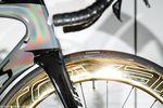 Auffällig sind nicht nur die goldenen Laufräder, die übrigens ziemlich anfällig für Fingerabdrücke sein dürften, sondern auch die changierende Rahmenlackierung. Foto: Jim Fryer/brakethroughmedia.com