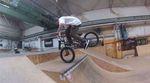 Der neue Shumsi Teamfahrer Ferdi Bensch zeigt uns, was man alles so in der Kesselschmiede machen kann, ohne mit beiden Rädern auf dem Boden zu sein.