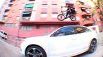 Max Bergmann hat im Auftrag der GCruise666-Posse ein Video mit extrem hohen Unterhaltungswert auf den Straßen von Barcelona gefilmt. Gönnt euch!