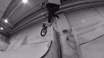Angelo Kurtz hat sich für dieses Video vier Stunden lang die Rundungen der P5 Skatehalle vorgeknöpft. Hier ist die Clipausbeute seiner nächtlichen Session.