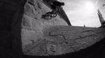 #allblackwhiteeverything. Kalle Frank aus Schweinfurt liefert in diesem Video eine solide Vorstellung für seinen Klamottensponsor The Fella BMX ab.