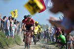 Paris–Roubaix 2017 – Jasper Stuyven, TFS und Daniel Oss, BMC. Foto: ASO/P. Ballet
