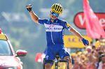 Julian Alaphilippe (Quick-Step Floors) gewinnt die erste Bergetappe der 105. Tour de France in den Alpen. Der Franzose griff 30 Kilometer vor dem Ziel an und lieferte einen starken Soloritt zum Ziel. (Foto: © ASO)