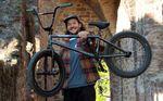 Leon Ditzel ist über SIBMX neu auf Verde Bikes und Erigen BMX. Für diesen Bikecheck haben wir seinen neuen Rider einmal genauer unter die Lupe genommen.