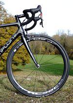 DT Swiss RC38 Spline für Drahtreifen. Die Laufräder aus der Schweiz gibts aktuell zum Straßenpreis von sehr verträglichen 1100 Euro.