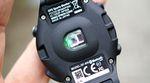 Der optische Pulssensor misst den Puls an der Außenseite des Handgelenks.