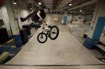 Tailwhip Air mit dem neuen Hobel in der P5 Skatehalle Bremen, wo Arne Knattert übrigens auch hinterm Tresen steht; Foto: Magga