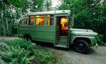 Fertiger Umbau vom ehemaligen Schulbus zum Wohnmobil – Foto: Trent Bell