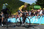 Geraint Thomas (Team Sky) kampfte sich mit Rafael Mijka (Bora-Hansgrohe) ins Ziel, musste aber das gelbe Trikot an seinen Teamkollegen abgeben. (Bild: Sirotti)