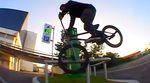 Leservideo: Alex Posch verzichtet auf riesige Handrails und setzt lieber auf technische Raffinesse. Valentin Moder war mit der Kamera dabei.