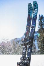 Ein Skitouren-Setup bestehend aus dem Völkl Revolt 104 und der Marker Duke PT 12.