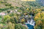 Martin Brod, ein kleines Dorf an einem der vielen einzigartigen Wasserfälle am Fluss Una