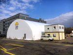 Die Trendsporthalle Basel in der Uferstraße 80 von außen. Im oberen Container eröffnet im Mai 2016 ein BMX-Shop