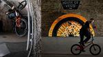 Kilian Roth und Alex Kennedy haben sich für dieses Video den kleinen, aber feinen Skatepark im House of VANS London vorgenöpft.