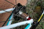 Es fallen vor allem die Naben im Chrom-Stil an Corimas-Laufrädern auf.