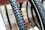 Der Schwalbe X-One Bite ist ein Cyclo-Cross-Reifen, der für den Einsatz unter matschigen Bedingungen entwickelt wurde. (Foto: George Scott / Factory Media)