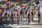 Das Peloton erreichte geschlossen nach 13:11 das Ziel. Geraint Thomas (Team Sky) geht im gelben Trikot in den zweiten Ruhetag der Tour de France 2018. (Foto: Sirotti)