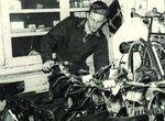 Koos Tacx eröffnete 1957 ein Fahrradgeschäft und begann 15 Jahre später mit der Herstellung von Rollenzylindern. (Foto: Tacx)