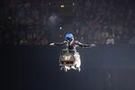 Kurtis Downs riskierte den Stunt, bei dem sich Jolene so verletzte erneut und flippte mit dem Whisky-Fass durch die Luft. Foto Credit: Nitro Circus live