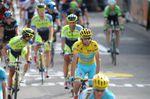 Vincenzo Nibali führte mit seinem Astana Team das Hauptfeld an, konnte aber nicht an Tony Martin und seine Verfolger heranfahren. (Foto: Sirotti)