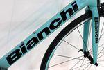 Sowohl der Rahmen als auch die Gabel des Bianchi Intrepida sind aus Carbon gefertigt (Foto: George Scott / Factory Media).
