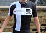 Das Sportful Gruppetto Aero Jersey besteht aus einer Kombination aus sehr leichten- und atmungsaktiven Material.