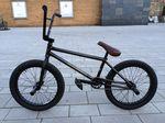 Carlo Hoffmanns neuer Wagen von Federal Bikes auf Stippvisite in Colonia Fantastica