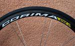 Astana ist das einzige WorldTour-Team, dessen Laufräder von Corima kommen. Die sehr leichten 32mm hohen Viva S-Laufräder sollen ideal für einen Kletterer wie Fuglsang sein. Der Laufradsatz wiegt auch nur 1.190g.
