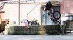 Phil Jones bringt frischen Wind in die manchmal recht eintönige Welt der BMX-Videos. Oder hast du schon mal einen 360 Sprocket eine Laderampe hoch gesehen?