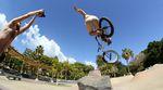 Hier sind ein paar raw jibs, die die SIBMX-Boys während ihres Teneriffaurlaubs in den Skateparks von El Médano und Santa Cruz gefilmt haben.